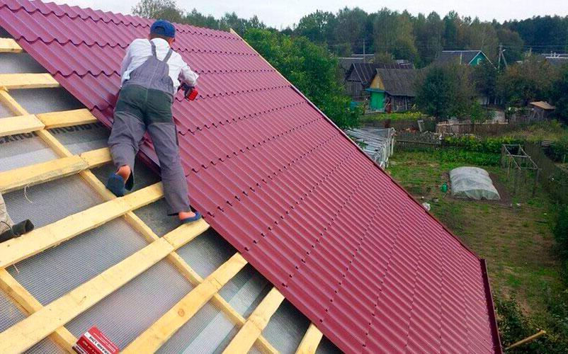 Перекрываем крышу в Московской области профнастилом, металлочерепицей или мягкой кровлей